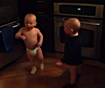 Video - Talking Twin Baby Boys Have Conversation